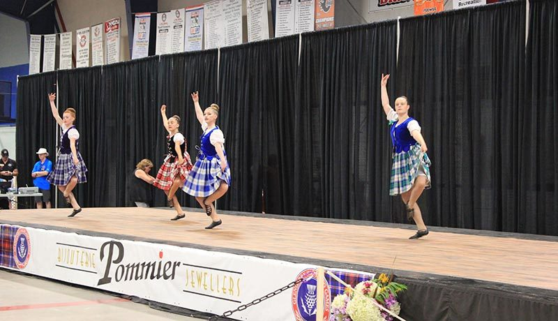 Young traditional Scottish dancers competed throughout the day on August 4 in the arena. (Photo credit : Maxime Myre)