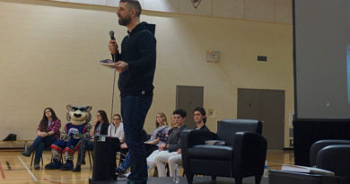 Justin Kingsley visits école secondaire Le Sommet, inspires students to 'make their own way'