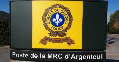 Charges issued following Grenville traffic stop