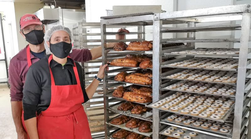 Bakery of Heidi and Willy in Alfred opens retail outlet to sell to the public for Christmas season